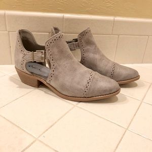 Qupid Sochi 41 side buckle ankle bootie size 7.5